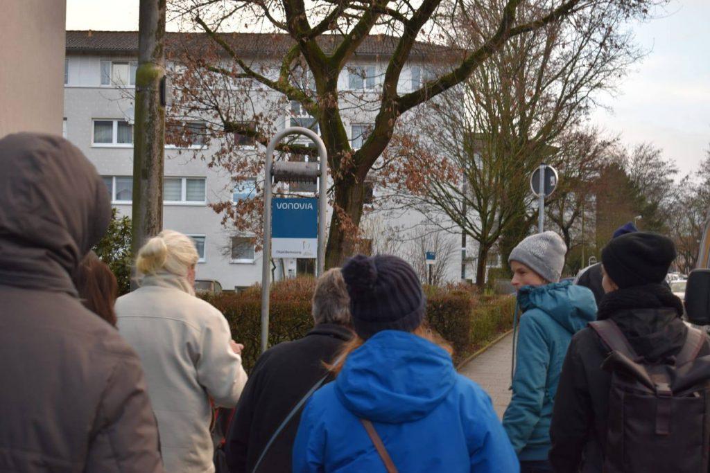 Solidarisch in Gröpelingen übergibt Forderungen an Vonovia in Bremen